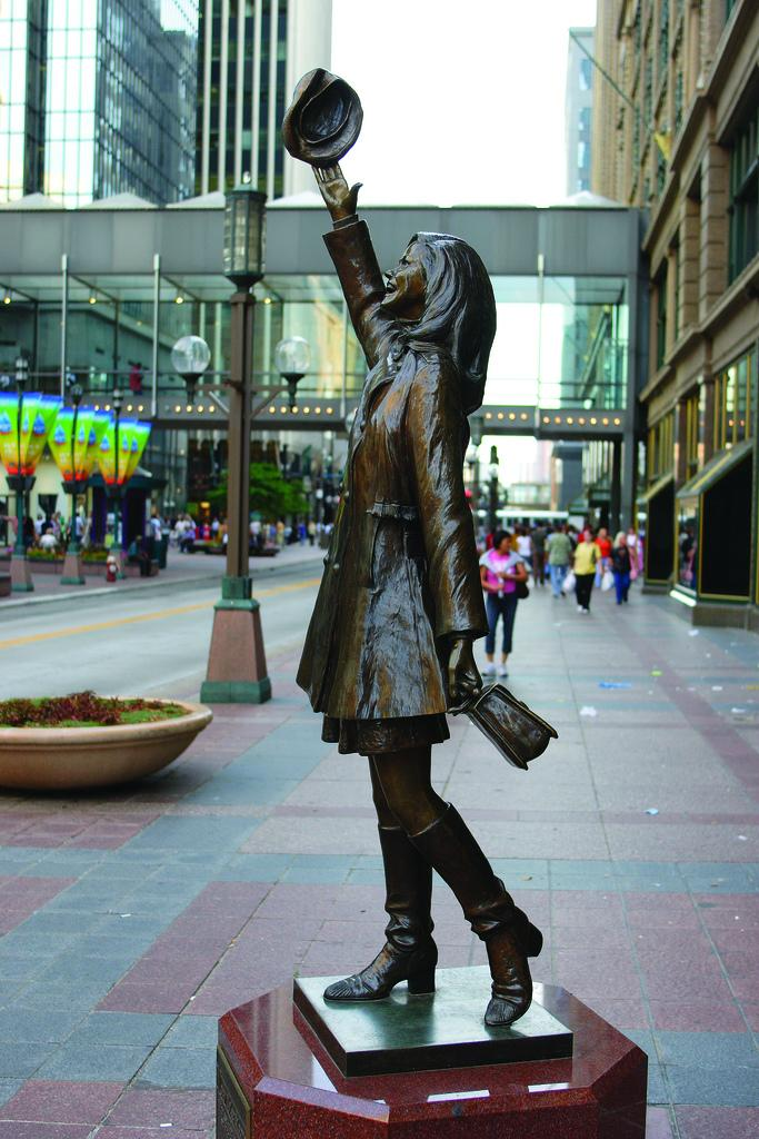 Statue of Mary Tyler Moore in Minneapolis