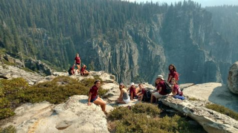 Students rest while hiking in Yosemite. Courtesy of Allie Duque '19.