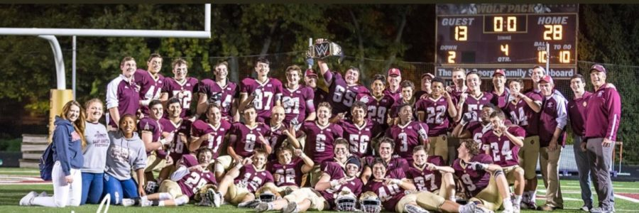 The+Pack+celebrates+a+28-13+win+over+St.+Laurence