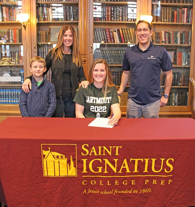 Aisling+Sullivan+will+continue+her+swimming+career+at+Dartmouth+College.+She+is+pictured+with+her+parents+and+brother.%0ACourtesy+of+the+St.+Ignatius+Twitter+page.